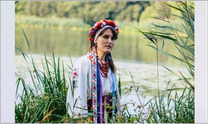 Виставка традиційного весільного вінка Східного Поділля