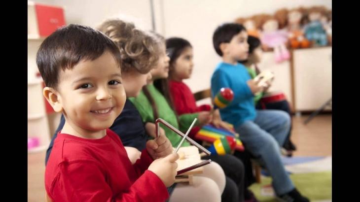 """Розвиваюче музичне заняття для дітей в клубі """"Петрик"""""""