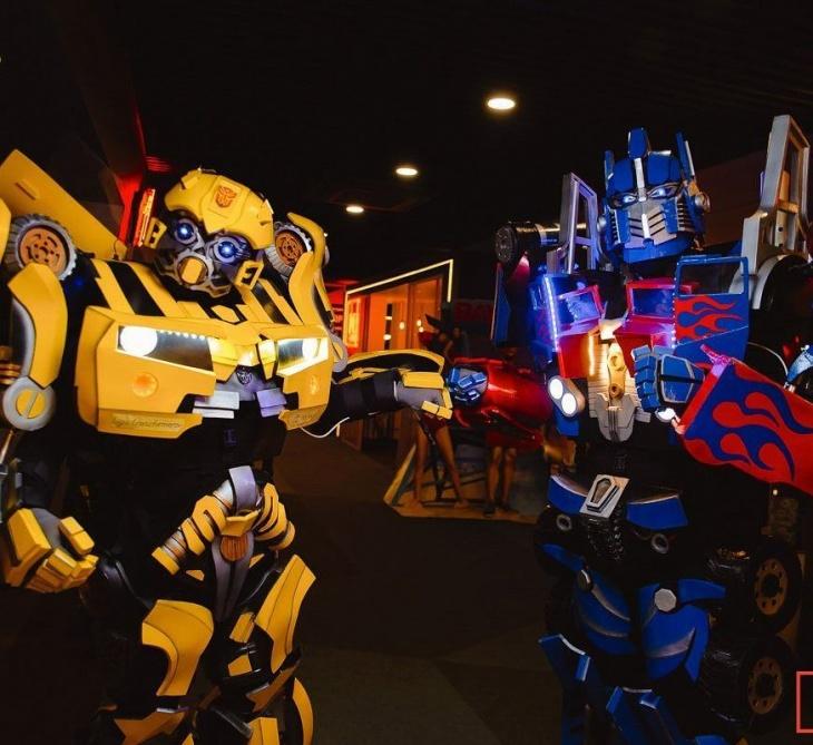 Шоу роботів-велетнів