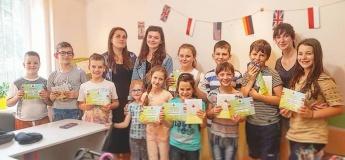 Набір дітей у групи вивчення іноземних мов