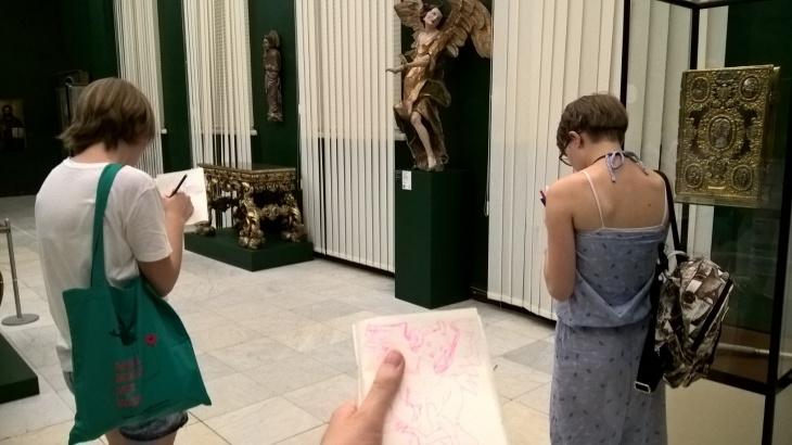 Скетчинг в музее для детей