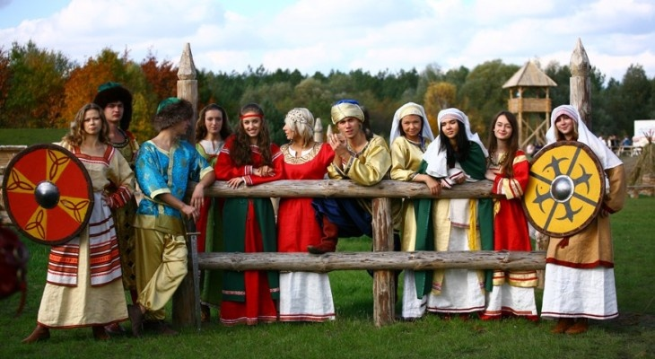 Под Киевом отпразднуют День Конституции и покажут средневековую моду