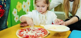 """Майстер-клас з виготовлення піци у ДРЦ """"Веселий Вулик"""""""