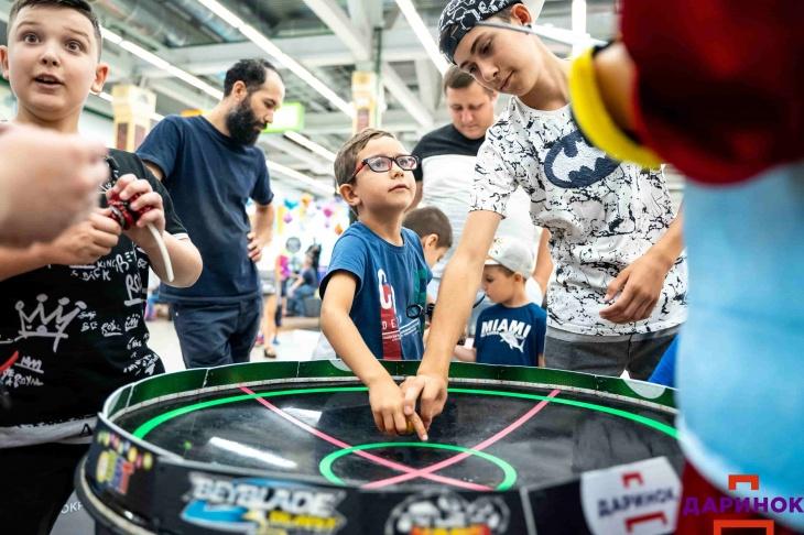 """Як провести вихідні з дітьми: турнір з Beyblade і казка """"Пригоди Пеппі"""""""