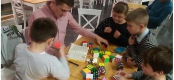 Відкрите тренування зі швидкісного збирання кубика Рубіка