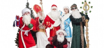 Дед морозы дарят подарки