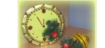 Створюємо новорічний годинник з цукерок