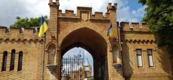 Екскурсія в замок Попова і зоопарк левів у Василівці