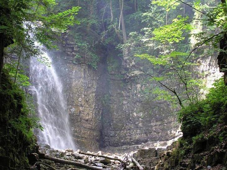 До княжих святинь та Манявського водоспаду