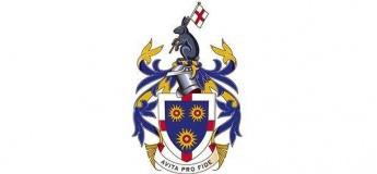 Середня освіта з St Edmund's College. Великобританія