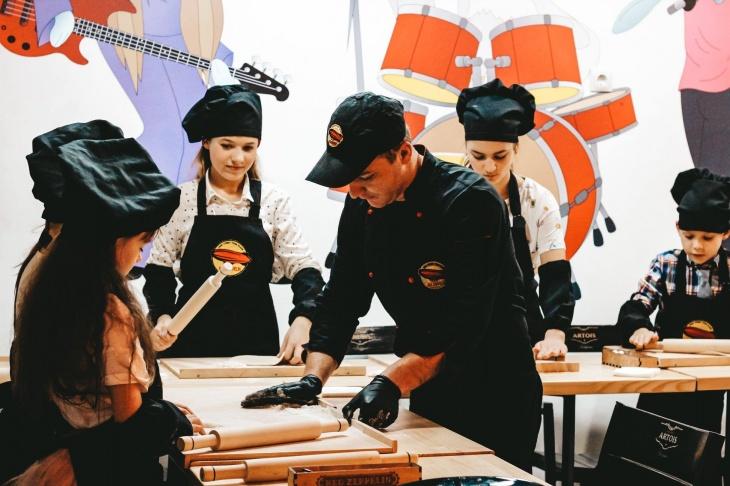 Кулінарні дитячі майстер-класи: створюємо піцу, бургер, суші