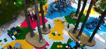 Новий дитячий майданчик в Маріїнському парку