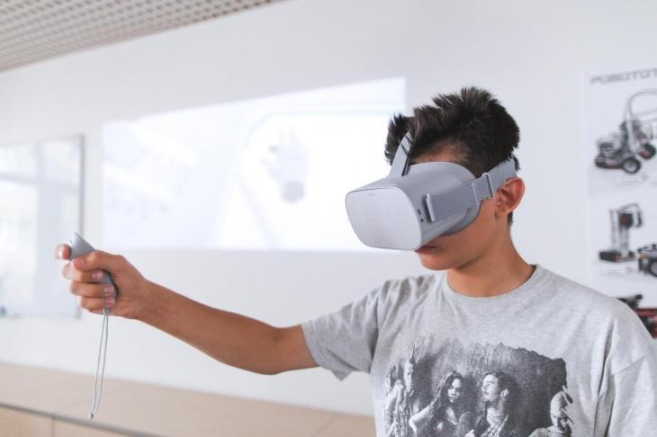 """Новий курс """"Робототехніка у віртуальній реальності (VR)"""""""