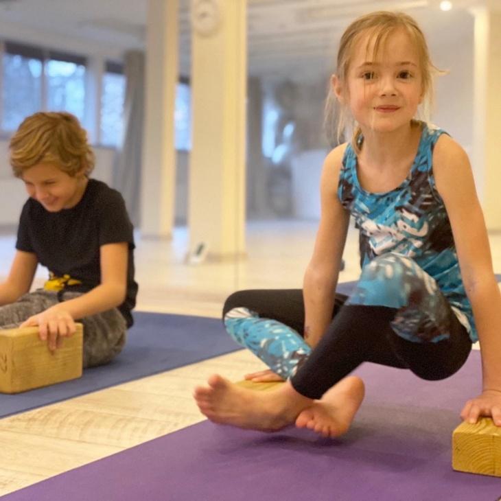 Можливості для дитини в студії йоги