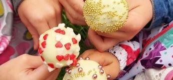 Виготовлення кейк-попса і полуниці в шоколаді