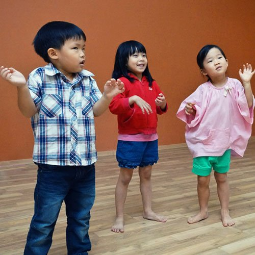 Drama for young children (age groups 3s, 4/5s and 6/7s)