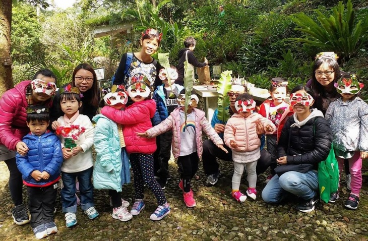 Play in the Woods: Storytelling in Nature for Parents and Child
