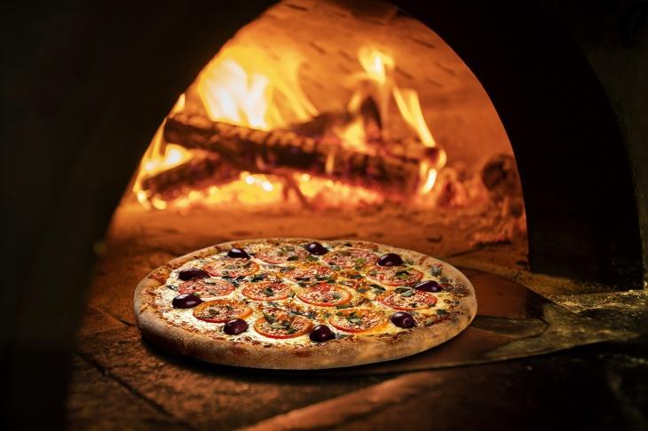 Pizz-Up Wednesday @ Aloft Abu Dhabi