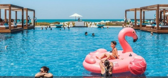 Beach & pool at Saadiyat Beach Club